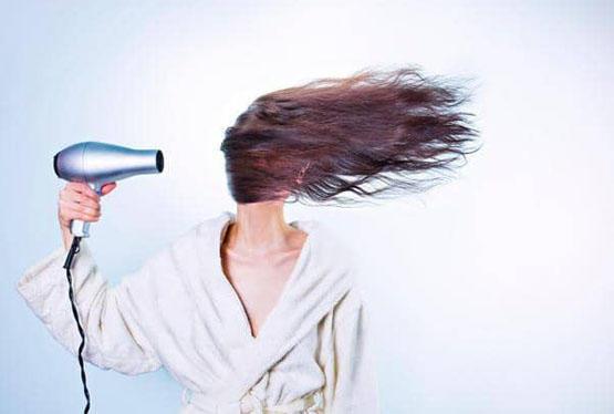 كم مرة يجب أن تغسل شعرك في الأسبوع؟